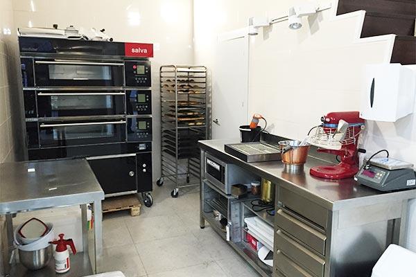 Hornos en cocina de acero inoxidable