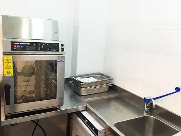 Instalando la maquinaria para la cocina