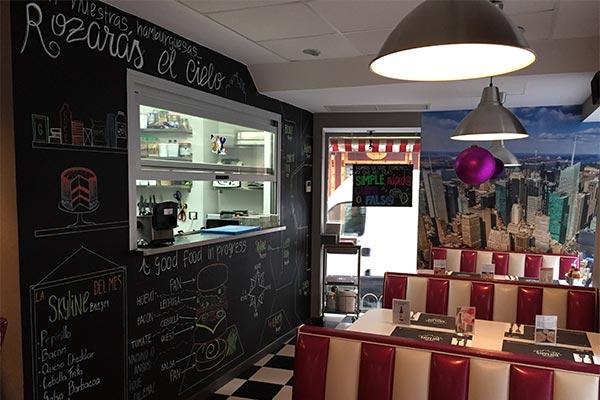 Interior de la Hamburguesería Skyline Diner